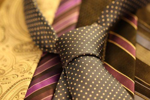 クリスマスプレゼントで30代男性に贈るネクタイの選び方